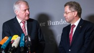Hans-Georg Maaßen am Mittwoch nach der Sondersitzung des Innenausschusses mit Innenminister Horst Seehofer (CSU)