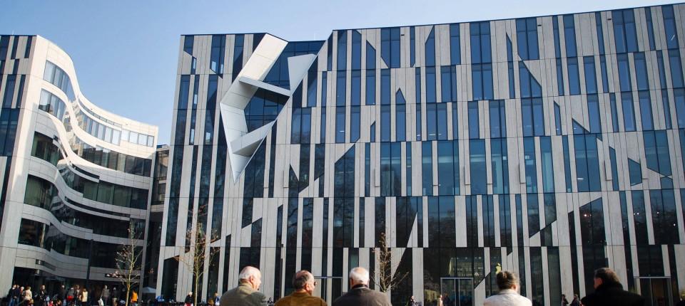 58f8806fadbe0 Der Kö-Bogen in Düsseldorf ist ein beliebtes Ziel der konsumfreudigen Gäste  aus den Golfstaaten