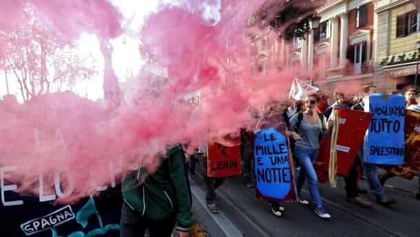 Italiener demonstrieren gegen Sparmaßnahmen
