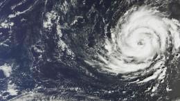 """Alarmstufe rot in Irland wegen Hurrikan """"Ophelia"""""""