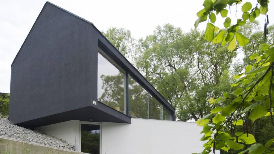 Es provoziert und verwirrt: Doch so abweisend, wie das Haus auf den ersten Blick scheint, ist es nicht.