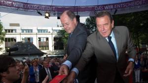 Schröder schlägt die Trommel