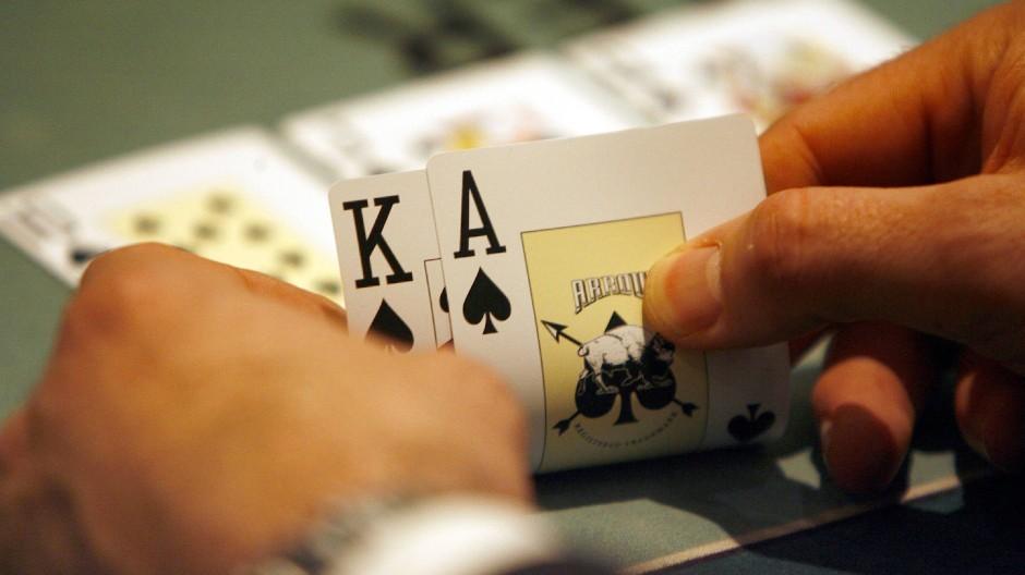 Von Mitte nächsten Jahres gilt ein neuer Glücksspielstaatsvertrag, der Online-Spielarten für  Kunden legalisiert und Unternehmen Investitionssicherheit geben soll.