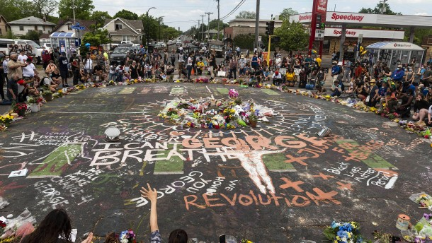Anwälte von Floyds Familie legen eigenen Autopsiebericht vor