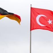 Die Flaggen Deutschlands und der Türkei: Ankara verhandelt mit dem Auswärtigen Amt über die Gründung dreier Schulen in Berlin, Köln und Frankfurt am Main.