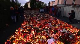 Hunderttausende nehmen Abschied von Karel Gott