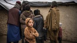 Biden genehmigt 100 Millionen Dollar für afghanische Flüchtlinge