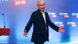 """Bundesregierung nimmt Putins Sieg """"zur Kenntnis"""""""