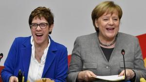 Kramp-Karrenbauer beliebter als Merkel