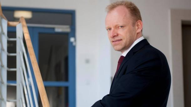 Clemens Fuest - Der  Präsident des Zentrums für Europäische Wirtschaftsforschung  (ZWE) stellt sich in Mannheim den Fragen von Christian Siedenbiedel