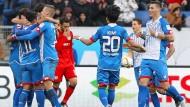 Hoffenheims Spieler jubeln nach dem Tor von Jiloan Hamad.