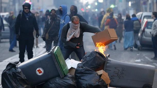 Gewalt bei Demos gegen Polizeigewalt