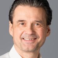 """Peter Heß - Portraitaufnahme für das Blaue Buch """"Die Redaktion stellt sich vor"""" der Frankfurter Allgemeinen Zeitung"""