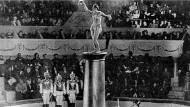 """Kunst der Überraschung: Filmstill aus dem sowjetischen Kinoklassiker """"Zirkus"""" von Grigori Alexandrow von 1936."""