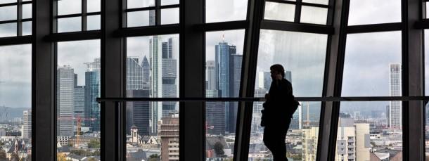 Blick aus dem Neubau der EZB auf das Frankfurter Bankenviertel. Entstehen bald neue Bankgebilde?