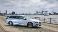 Ladetalent: Opel Insignia Sports Tourer am Hamburger Hafen