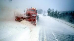 Wintersturm bringt heftigen Schneefall und Orkanböen