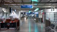 Wenig los, dafür strenge Beschränkungen: Ein Maskenverweigerer musste am Münchner Flughafen auf dem Boden bleiben.