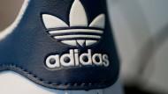 Nicht nur Adidas hat Dividenden und Aktienrückkäufe gestoppt.