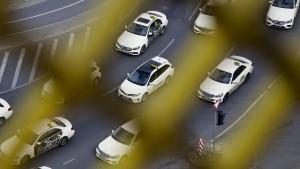 Hunderte Taxifahrer demonstrieren
