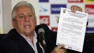 Luis Chiriboga bei einer Pressekonferenz in Quito. Gegen seine Verurteilung hat er Berufung eingelegt.