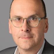 """Helmut Mayer - Portraitaufnahme für das Blaue Buch """"Die Redaktion stellt sich vor"""" der Frankfurter Allgemeinen Zeitung"""