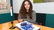 Erfinderin: Nadia Doukali mit einem Prototyp des neuen Fastenkalenders