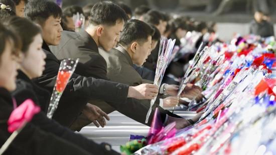 Nordkorea legt Blumen nieder
