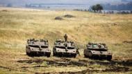 Israelische Soldaten auf den Golanhöhen an der Grenze zu Syrien