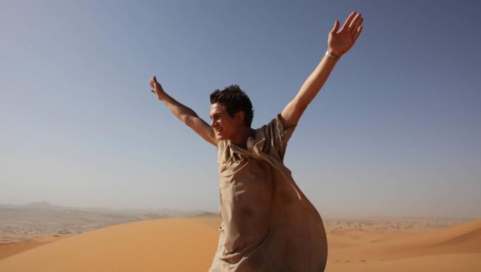 """In der Wüste und in gehobener Stimmung: Samuel Schneider als Ben in Caroline Links """"Exit Marrakech"""""""