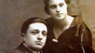 Das Foto stammt aus dem Privatbesitz der Familie Dickman, aber wen zeigt es - Mutter und Sohn, oder einen Prinzen?