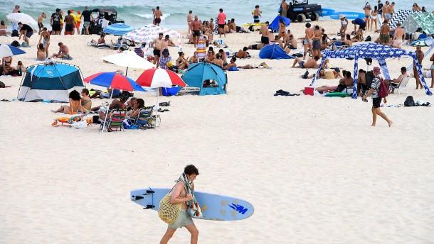 Hitzewelle treibt Australier an den Strand