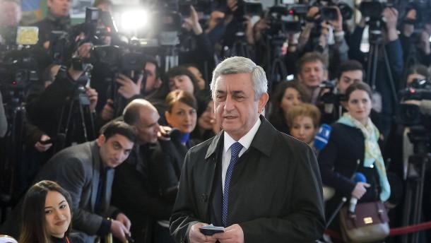 Regierungspartei liegt nach Parlamentswahl klar in Führung