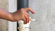 Die Kippe bleibt draußen: Raucher haben einen schweren Stand.