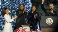 Obama bringt ein letztes Mal den Baum zum Strahlen