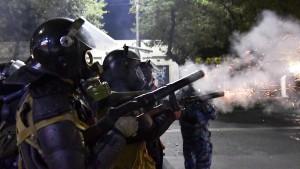 Präsident Dscheenbekow ruft zum Gewaltverzicht auf