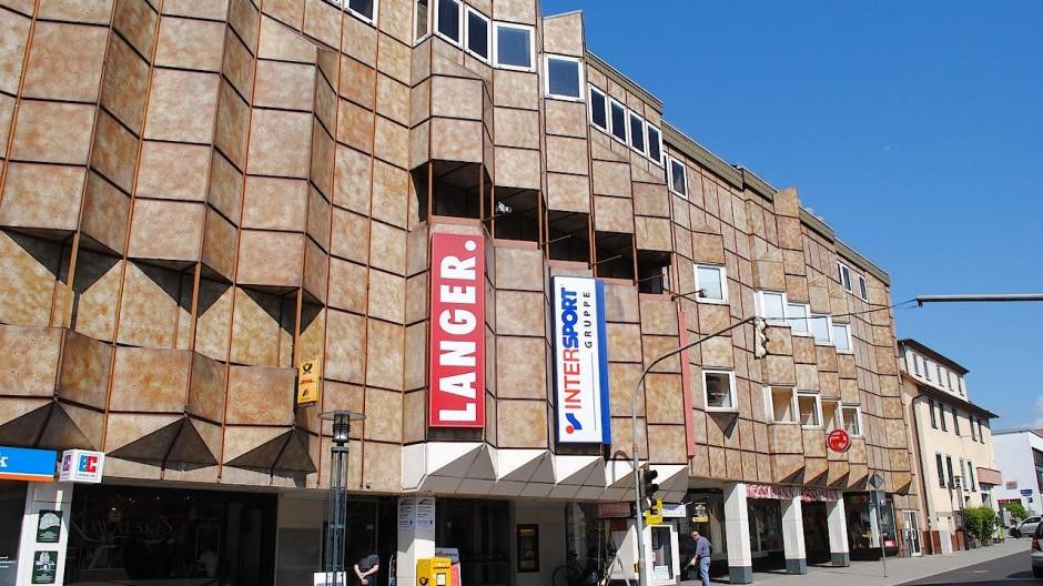 Das Kaufhausgebäude Langer in Schlüchtern muss nicht umfunktioniert werden, es wurde abgerissen.