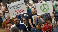 Muslime protestieren in Köln gegen Extremismus