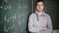 """""""Teach First"""" vermittelt Studenten als Lehrer in Problemschulen, hier Simon Turschner im Jahr 2011 in Köln."""