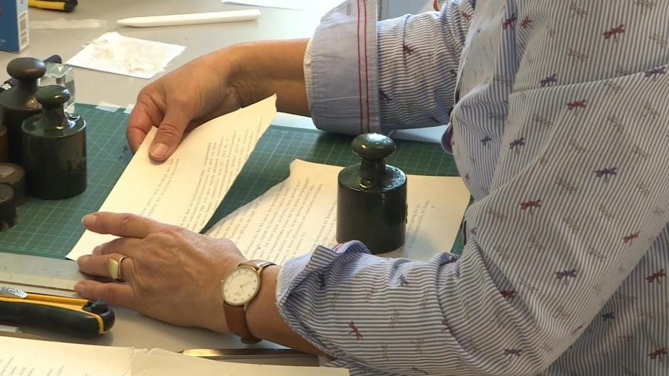 Puzzle aus geschredderten Stasi-Unterlagen