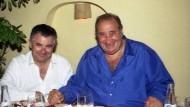 Freunde: Juan Antonio Roca (links) mit dem damaligen Bürgermeister von Marbella Jesús Gil im Februar 2002.