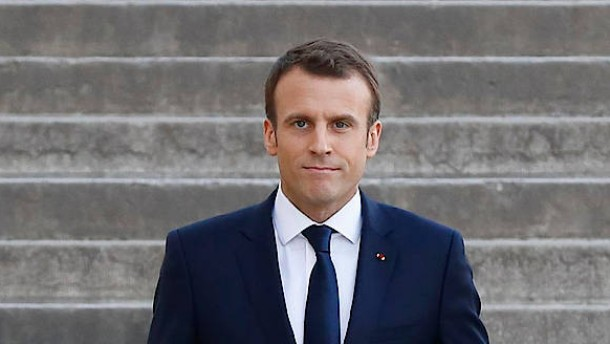 Macron will Verhandlungen mit Moskau und Ankara