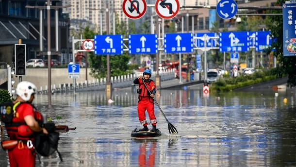 Hunderttausende müssen Fluten weichen