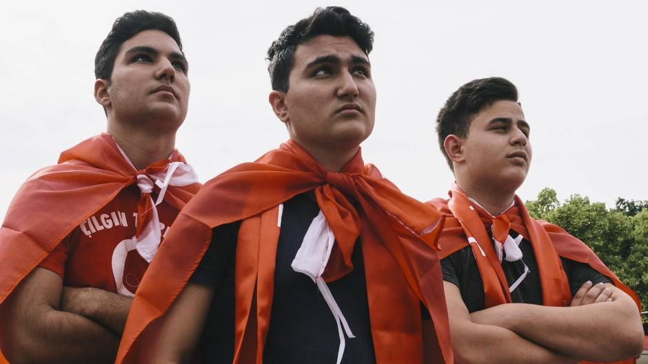 Großer Wille zur Integration: Fußballfans während eines EM-Spiels der türkischen Nationalmannschaft