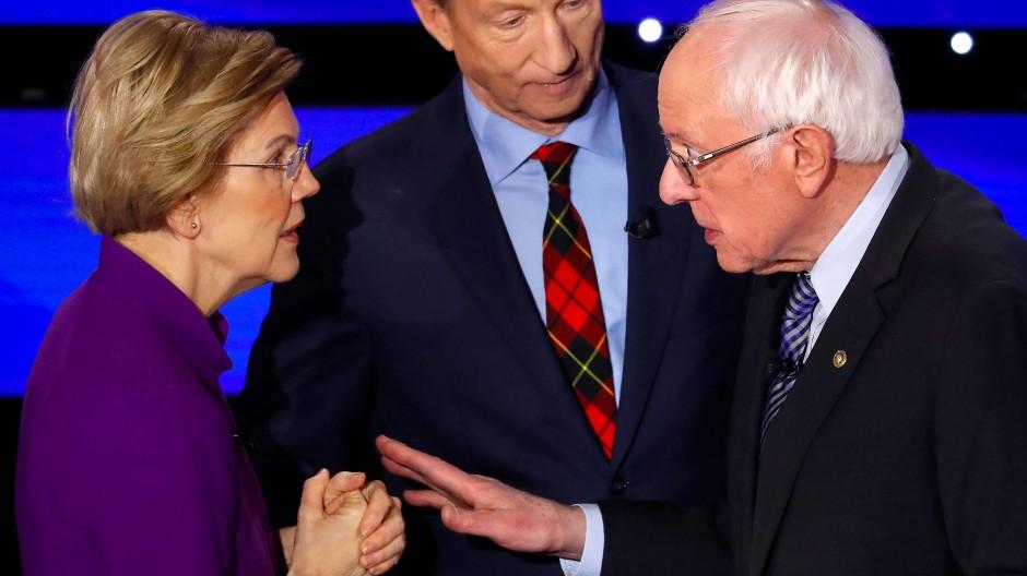 Haben ihr Waffenstillstandsabkommen aufgekündigt: die demokratischen Präsidentschaftsbewerber Elizabeth Warren und Bernie Sanders am Mittwoch bei einer Fernsehdebatte