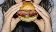 Immer mehr vegane Alternativen kommen in den Handel.