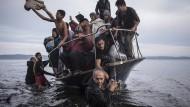 World Press Foto 2016: Flüchtlinge bei der Ankunft auf der Insel Lesbos.