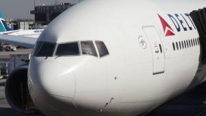 Flugzeug lässt Treibstoff über mehreren Schulen in Los Angeles ab