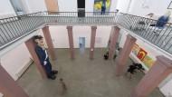 Malerei, Plastik und Raum für Performances: Im Foyer der Städelschule präsentieren unterschiedliche junge Künstler ihre Werke.