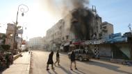 Mitglieder der Nusra-Front Anfang April in der syrischen Stadt Idlib.